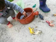 Dar banho aos animais Garden Hose, Bath, Animals, Activities For Babies