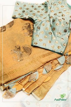 Best 12 I am in absolute love with this saree – SkillOfKing. Saree Tassels Designs, Saree Kuchu Designs, Saree Blouse Neck Designs, Saree Blouse Patterns, Simple Sarees, Trendy Sarees, Fancy Sarees, Sumo, Elegant Saree