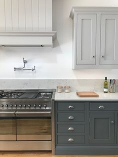 The Range Cooker : There are a lot of decisions to make when creating your kitchen. What type of sink, refrigeration and cooker would you like. In our Colchester showroom we love the Smeg Dual Fuel Range Cooker. Farmhouse Kitchen Cabinets, Shaker Kitchen, Painting Kitchen Cabinets, Kitchen Paint, Living Room Kitchen, New Kitchen, Kitchen Board, Kitchen Hoods, Semarang