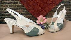 Sandalias en piel beige y verde. Este modelo queda muy elegante puestos y con el tacón que lleva resultan comodísimos.
