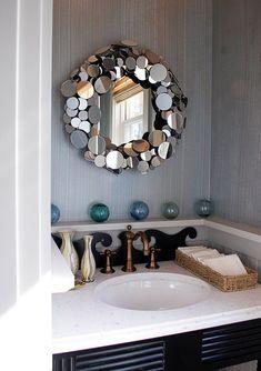 Креативная идея - рама облицована маленькими круглыми зеркалами