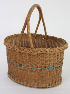 Picnic Basket: Beautiful wicker basket perfect for a romantic picnic by the river. French Baskets, Old Baskets, Vintage Baskets, Wicker Baskets, Picnic Baskets, Egg Basket, Paper Basket, Basket Bag, Old Wicker