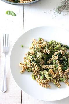 Green pasta (vegan) : pâtes aux épinards, brocolis, petits pois, tofu & aromates
