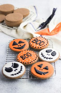 halloween cookies decorated Halloween Chocolate Sugar Cookies are classic soft cut out sugar cookies made with cocoa powder and decorated with easy sugar icing! Halloween Biscuits, Halloween Cookie Recipes, Halloween Cookies Decorated, Halloween Sugar Cookies, Sugar Cookie Icing, Chocolate Sugar Cookies, Halloween Baking, Halloween Desserts, Halloween Food For Party