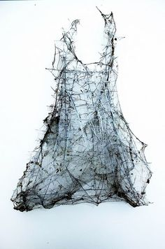 spun cobwebs and thorns dress-sculpture louise richardson Abstract Sculpture, Sculpture Art, Abstract Art, Modern Art, Contemporary Art, Instalation Art, Atelier D Art, Textile Fiber Art, Arte Floral