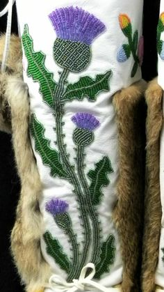 Native Beading Patterns, Beadwork Designs, Seed Bead Patterns, Native Beadwork, Native American Beadwork, Beaded Purses, Beading Projects, Applique Patterns, Beaded Flowers