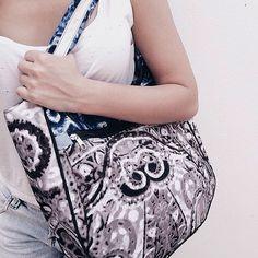 Hoje eu e a @asarafaria participamos de um editorial pra @agama.loja que tem bolsas lindas upcycling corre no insta deles