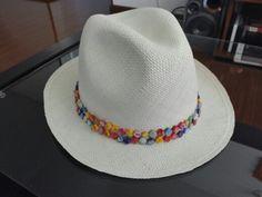 Sombrero tejido a mano en palma de iraca, accesorios piedras naturales de nacar