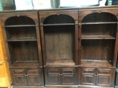 SET OF THREE ETHAN ALLEN WOODEN BOOKCASE CABINETS WITH ADJUSTABLE SHELVES.