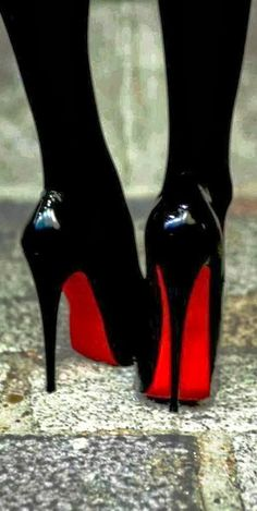 Christian louboutin patent leather black pumps | www.ScarlettAvery.com