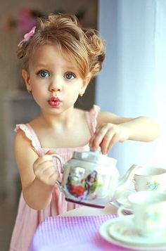 Little girl's tea party Toni Kami  ~•❤• Bébé •❤•~ Childhood photography