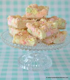 These delicious no-bake Marshmallow Squares are a guaranteed crowd pleaser