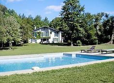 Maldana (ref T64060) in Ascain, Pyrénées-Atlantiques. Superbly situated amidst delightful countryside, and only 5 km from the beach at St. Jean-de-Luz, this property has a superb view of 'La Rhune'- the last big peak of the Pyrénées. Sleeps 10 and 1 pet.