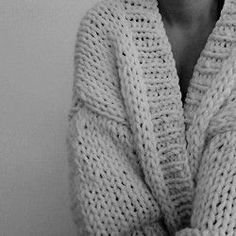 The weather outside is CRAZY! I'm not going anywhere and rug up in my big cardigan ⚡️☁️☔️ #stormy #perth #thecardigan #bigknits #handmade #heartworking #knitwear #australia #ilovemrmittens