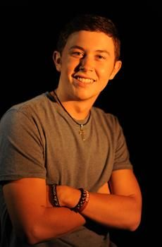 Scotty McCreery something bout dem southern baseball playin singers it gets to me