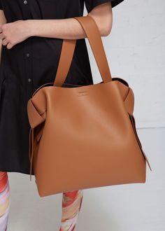 3caf9cd95cad Musubi Maxi Shoulder Bag Сумки Хобо, Кожаные Сумки, Кожаные Сумки,  Коричневая Кожа,