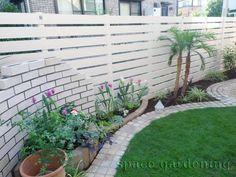 目隠しフェンス 樹脂製 エクスタイル アーバンフェンス Side Garden, Green Garden, Garden Entrance, Fence, Sidewalk, Home And Garden, Outdoor Structures, Architecture, Outdoor Decor