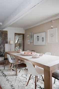 My kinda dining area - mix of seat, leaning towards mid century modern, long wooden dining table, neutral rugs