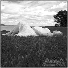 Waiting For The Little Baby - Kamile & Aurimas  DE- Diese Bilder sind eine Erinnerung an die Schwangerschaft, die immer wieder ein Wunder Gottes ist: ein Mensch ist am Entstehen mit all seinen perfekten Einzelheiten und Facetten. Neun Monate voller Wunder.  EN- These images are a reminder of the pregnancy which is always a miracle of God: a man is at the dawn with all his perfect details and facets. Nine months of wonder.  Schwanger, Kinder, Frau, Man, woman, child, pregnant, Fotoshooting. Nine Months, Little Babies, Dawn, Waiting, Pregnancy, God, Woman, Children, Photo Shoot