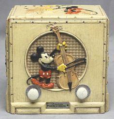 Antique Radio, Antique Toys, Vintage Toys, Radios, Mickey Mouse And Friends, Minnie Mouse, Radio Design, Disney Treasures, Vintage Appliances