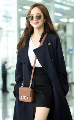 Actress Park Min-young seeks a chic It showed airy airport fashion. Korean Fashion Shorts, Asian Fashion, Fashion Outfits, Womens Fashion, Kim Yoo Jung Photoshoot, Airport Fashion Kpop, Secretary Outfits, Best Casual Outfits, Park Min Young