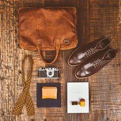 Boots: @thursdayboots  Bow Tie: @arnoldsteiner  Bag: @onabags  Wallet & handkerchief: @starkmade  Camera: @leicacamerausa
