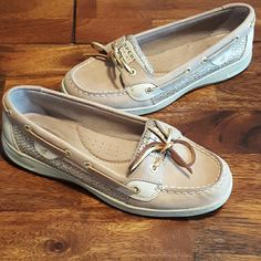 Sperry top slider Summers almost here! Everyone needs a pair of boat shoes. Size 8.5w women's, worn twice! Sperry Top-Sider Shoes Flats & Loafers