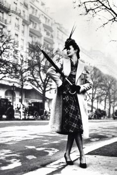 1942 In Photos: Vintage Paris Street Style  - HarpersBAZAAR.com