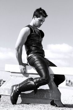 Scifi  leather boy - wow