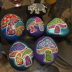 Colorful garden mushrooms by RockinPainting on Etsy Pebble Painting, Pebble Art, Stone Painting, Mushroom Paint, Mushroom Crafts, Stone Crafts, Rock Crafts, Arts And Crafts, Painted Rock Animals