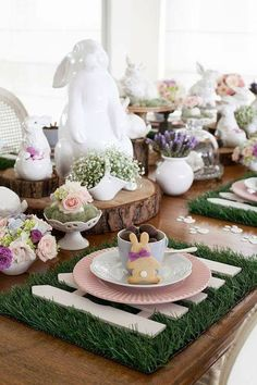 Elegant Easter tablescapes is the only way people are going to remember your Easter party. Check out best Easter Table decorations ideas and inspo here. Easter Table Settings, Easter Table Decorations, Easter Centerpiece, Diy Ostern, Hoppy Easter, Easter Subday, Easter Garden, Easter Food, Summer Garden