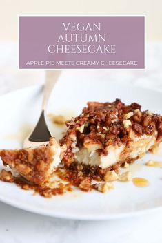 Apple pie meets creamy cheesecake in this seasonal dessert. This vegan autumn cheesecake is a fall must-try for any cheesecake aficionado out there. Healthy Vegan Dessert, Cake Vegan, Vegan Cheesecake, Delicious Vegan Recipes, Vegan Sweets, Cheesecake Recipes, Vegan Desserts, Vegetarian Recipes, Celiac Recipes