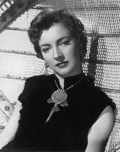 Italian actress Valentina Cortese turns 92 today - she was born 1-1- in 1923. She was a fav actress of director Francois Trauffaut. Some of her credits include The Barefoot Contessa, The Adventures of Baron Munchausen and Brother Sun Sister Moon.