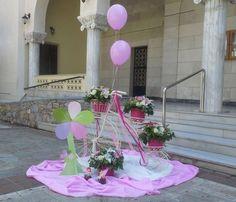 Τα μπαλόνια μας εμπνέους για όμορφες συνθέσεις για τον στολισμό της βάπτισής σας για αγόρι ή κορίτσι. Στολισμοί βάπτισης στην αυλή της εκκλησίας με λουλούδια