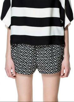 Black Polka Dot Elastic Mid Waist Shorts with Pocket