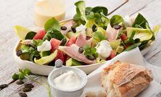 Avocado-Grapefruit-Salat Rezept: Bunter winterlicher Salat mit Avocado, Grapefruit, Feldsalat und geräucherter Forelle - Eins von 7.000 leckeren, gelingsicheren Rezepten von Dr. Oetker!