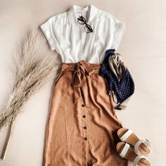 One of the coolest examples of trends is today: High Waisted Skirt Outfit ideas for summer for stylish ladies! Especially this is the most perfect outfit. Moda Outfits, Skirt Outfits, Casual Outfits, Cute Outfits, Casual Skirts, Modest Fashion, Fashion Outfits, Womens Fashion, Fashion Trends