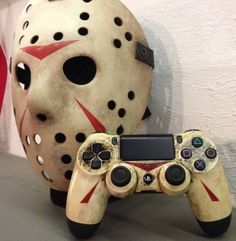 Gaming and Video Game Rooms Jason Vorhees: Friday the - Custom Controller. Playstation Four Dual Shock 4 controller you can find similar pins. Jason Voorhees, Ps4 Controller Custom, Game Controller, Michael Myers, Scary Movies, Horror Movies, Funny Movies, Control Ps4, Pc Games