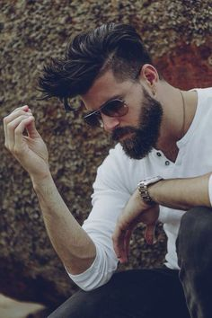 Full Beard with Undercut - Sexy Hipster Beard Styles: Hottest Hipster Facial Hair Styles Beard Styles For Men, Hair And Beard Styles, Hair Styles, Barba Sexy, Sexy Beard, Beard Tattoo, Beard No Mustache, Haircuts For Men, Men Hairstyles