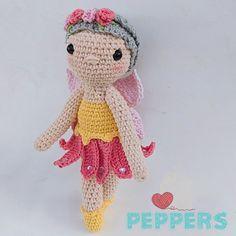 Una hermosa hada de amigurumi, inspirada en una imagen enviada. Espero les guste. Crochet Hats, Beautiful Fairies, Amigurumi, Knitting Hats