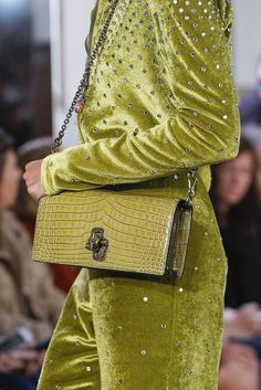 Crocodile purse and alligator purse for sale Cheap Purses, Best Purses, Purses For Sale, Cute Purses, Latest Handbags, Fashion Handbags, Vogue Fashion, Look Fashion, Street Snap Fashion