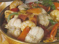 Cataplana de Tamboril Low Carb Recipes, Cooking Recipes, Healthy Recipes, Portuguese Recipes, Portuguese Food, Spanish Food, Vintage Recipes, Fish And Seafood, International Recipes
