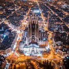 ✔️The Sagrada Familia, a great work of Gaudi, Barcelona✔️ Barcelona City, Barcelona Catalonia, Barcelona Travel, Places To Travel, Places To See, Travel Destinations, Antonio Gaudi, Madrid, Reisen In Europa