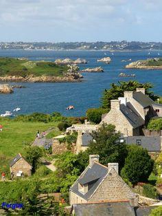 Île-de-Bréhat ~ Cotes-d'Amor ~ Brittany ~ France ~ Hameau du Birlot Beautiful Castles, Beautiful Places, Great Places, Places To See, Belle France, Brittany France, Cottages By The Sea, France Travel, Scenery