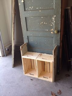 Old Door BEFORE Turning into Hall Tree Bench with crates and old shutters. Door Hall Trees, Hall Tree Bench, Door Bench, Door Tree, Old Wooden Doors, Old Doors, Old Door Projects, Recycled Door, Tree Furniture