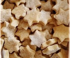 Recipe Biscuits pour chiens by learn to make this recipe easily in your kitchen machine and discover other Thermomix recipes in Desserts & Confiseries. Homemade Dog Treats, Pet Treats, Dog Area, Dog Cookies, Dog Biscuits, Confectionery, Springer Spaniel, Food Dishes, Dog Food Recipes