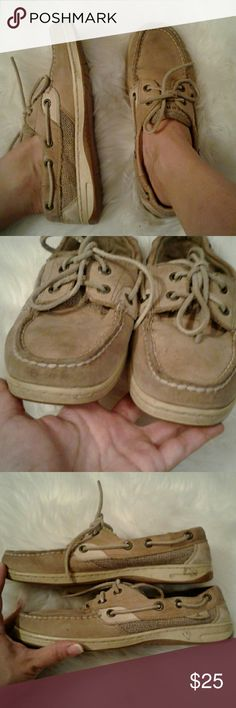 Sperry Top Sider 6.5M Leather Boat Shoes Preloved Condition  Sz: 6.5M Color: Cream/Tan Leather upper These can be cleaned  Perfect for Everyday Sperry Top-Sider Shoes Flats & Loafers