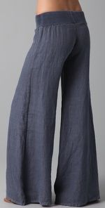 i have a similar pair of forest green cotton muslin pants like this, except the width is crazy big. these are like the calm big brother of those, i like 'em. New Outfits, Casual Outfits, Cute Outfits, Fashion Outfits, Summer Fashion Trends, Spring Summer Fashion, Pantalon Large, Wide Leg Linen Pants, Comfy Pants