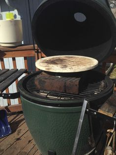 How To Grill Pizza on The Big Green Egg - GrillGirl - Expolore the best and the special ideas about Big green eggs Big Green Egg Grill, Big Green Egg Pizza, Big Green Egg Table, Green Eggs And Ham, Healthy Grilling Recipes, Tailgating Recipes, Paleo Recipes, Vegetarian Grilling, Pizza Recipes