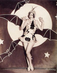 Vintage Halloween | Black & White | Old Hollywood | pretty girl, bats & full moon